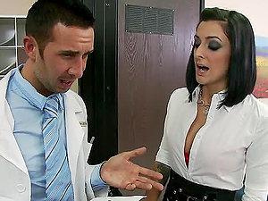 Naturally Jugged Sex industry star Presley Maddox Pharmabootycalls