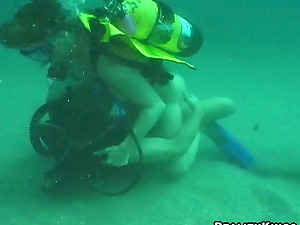 Kinky Jessica gives hot fellatio under the water while diving