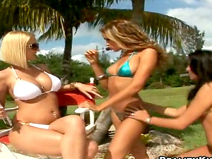 Spectacular Lesbos Lovin? the Sun in Outdoors Sapphic Threesome