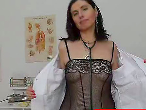Kinky mature nurse in stockings fucktoys herself in close-up vid