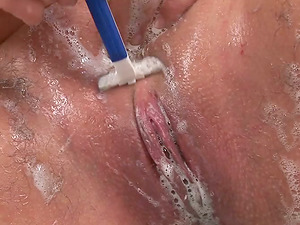Chubby Doll Goes From Hairy to Clean-shaven Vagina in This Flick