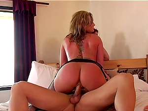 Lucky man has a threesome with big-assed Tiffany Mynx and Flower Tucci