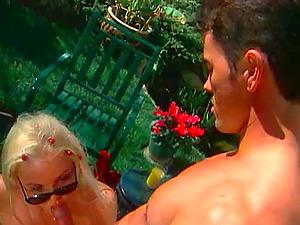 Sassy Blonde Hoe Spreads Her Gams And Gets Drilled In The Nature