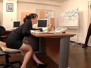 Japanese office lady Ki Hanyuu shows her amazing cock-sucking abilities