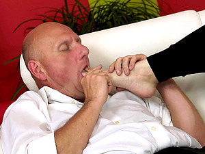 Asstastic blonde sweetie Kitty Rich gets pounded by an older plower