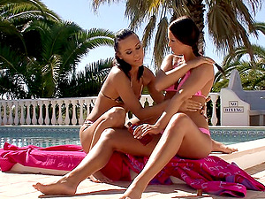 Black-haired Lesbos Slurping And Frigging Their Fuckboxes By The Pool