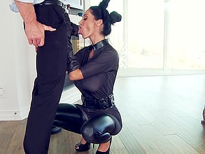 Horny Johnny Sins likes jummy twat of Ava Addams