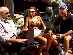 Cougar Shrieks While Being Drilled Gonzo At The Poolside
