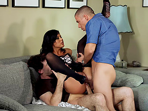 Sexy brown-haired in stocking getting nasty dual foray