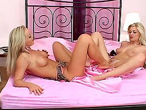 Sizzling hot undergarments on lezzy seductress Silvia Saint