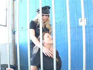Two female cops go into a jail cell for a hot lesbo meet up