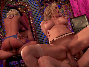 Bonnie an Clyde fuck a group of hot chicks in a bar