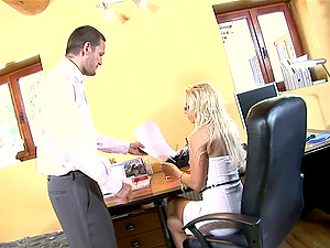 Crazy private assistant summits to face fucking with her chief
