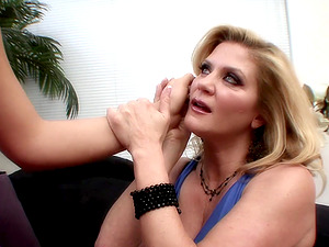 Amazing blonde senoritas attempting out how the cunt munching perceives like