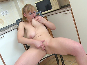 Hot mommy gargles on her natural titties and masturbates