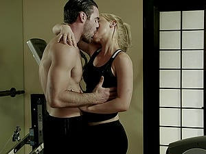 Kayden Kross still looks like a hook-up queen when getting penetrated!