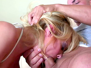 Bald man determines to give the sexy Holly Simpson a facial cumshot introduce
