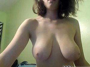 Camgirl showcasing her big natural jugs on webcam