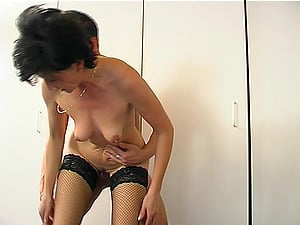Skinny mature brown-haired railing big dick smartly while screaming