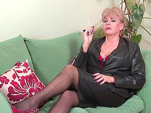 Kinky mature tart smokes a ciggie and thumbs her twat