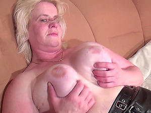 Big tits mature granny BBW luving pornography magazine indoors