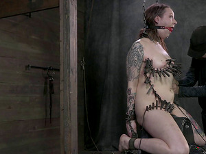 Chick with tattoos wants to participate in a hunk's Bondage & discipline games