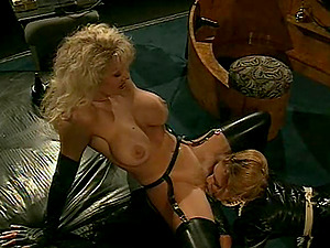Blonde lezzies having hookup will make you enormously horny
