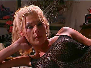 Experienced woman bj's a penis before being fucked well