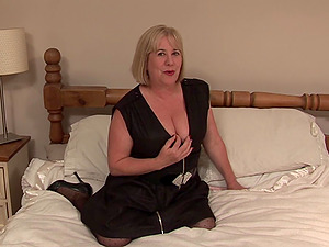 Blonde with gigantic tits wants to sense her fresh hookup fucktoy