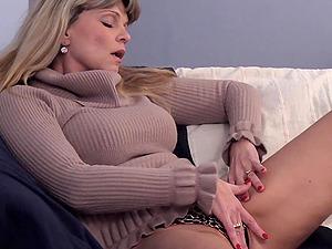 Stiff boner for a gorgeous mature blonde's dribbling vagina