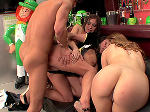 Hot bar activity with Amy Brooke, Brandy Taylor and Lexi Belle