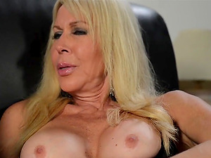 Blonde mummy Erica Lauren has a fucktoy that makes her so blessed