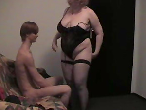 Fat mature woman Iren dolls up for a supreme fuck
