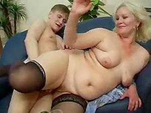 Horny mature chick Linda seduced by a vagina longing paramour
