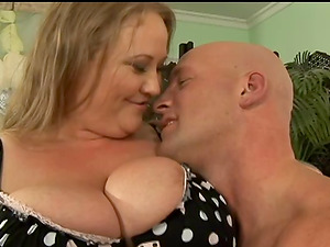 Obese woman in fishnets loves playing kinky fucky-fucky games