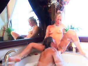 Romantic sex session with a gorgeous blonde in a bath tub