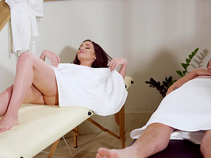 Magnificent threesome with sluts Gia Paige and Reagan Foxx