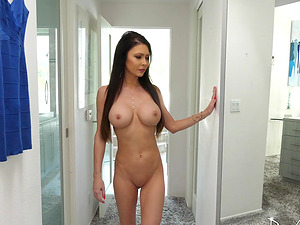 Gorgeous Jessica Jaymes is great at bouncing on a fat dick