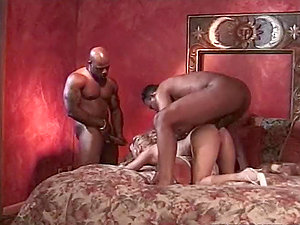 Leslie Rene the sexy blonde honey gets threesomed by Black guys