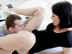 Kinky dude gets to fuck hot Olive Glass while he pulls her hair