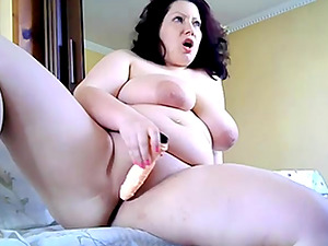 Bulgarian Fat milf makes her pussy wet