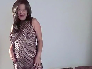 Chubby amateur brunette mature sucks, has her pussy licked