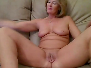 Milf has a great time on webcam fingering and fucking her pussy