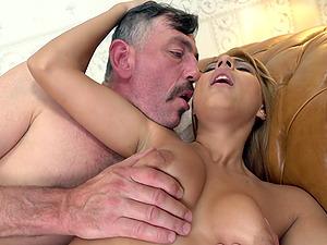 Blondie Sarah Cute can't get enough of riding a throbbing cock