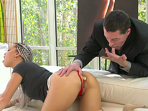 Hardcore action with Ashley Lovebug using a buttplug to spice things up