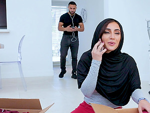 Middle Eastern girl Jezebeth gets her asshole pumeled and face jizzed