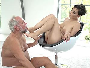 Foot fetish brunette babe Yasmeena fucks an older guy