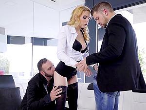 Blonde slut Daniela Dadivoso double penetrated and cum covered