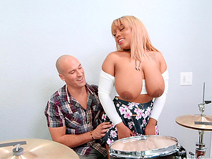 Ebony BBW Ms.Yummyxxx pounded hard and made to swallow cum