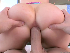 Alana Evans the big-boobed blonde Mummy gets fucked in the butt